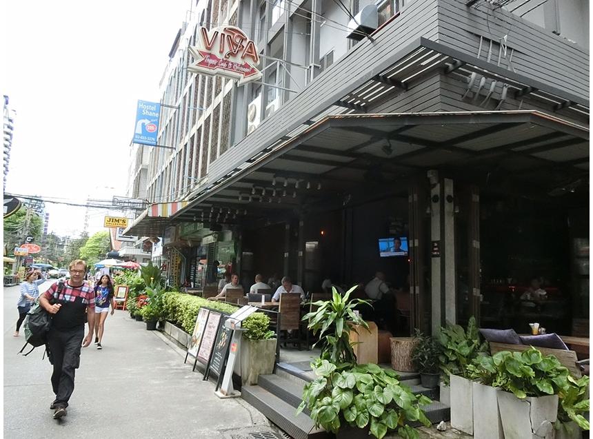 タイの有名なカレー「マッサマンカレー」がおいしく食べられるお店。