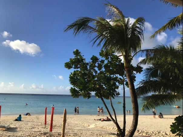 ホテル前にあるタモンビーチ