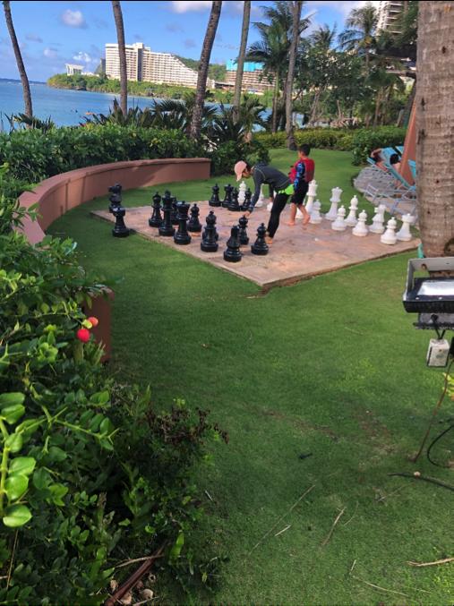 プールサイドにあった大きなチェス