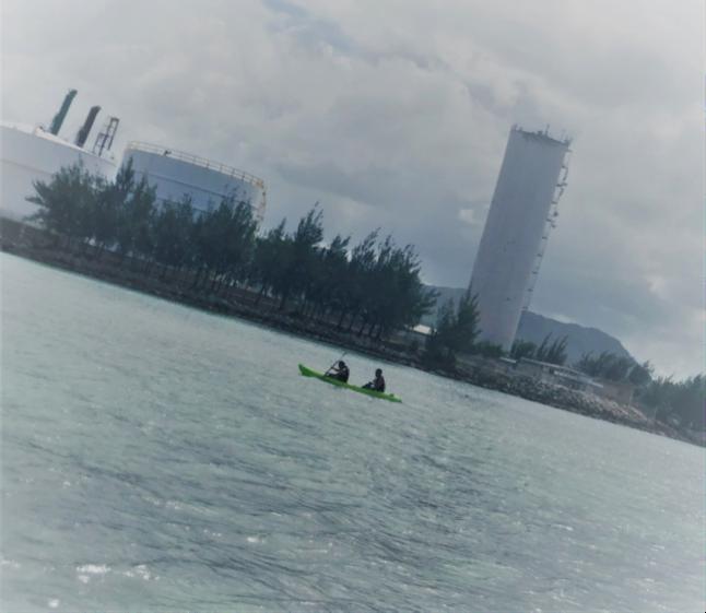 社長と井上さんコンビ 息を合わせてかなり沖のほうまで漕いでいました!