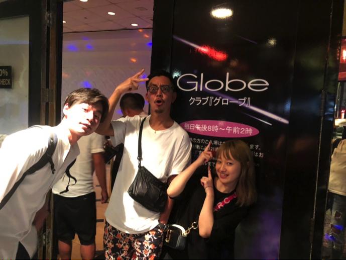 すっかり出来上がったレジットメンバーは、斜め向かいに面している「グローブ」というクラブへ!!