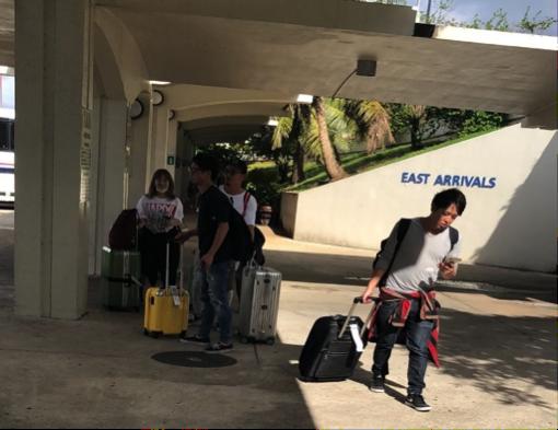 グアム空港外でやっと合流